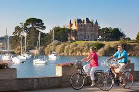 Château de Galinée : profitez d'un séjour entre camping traditionnel et confort quotidien !