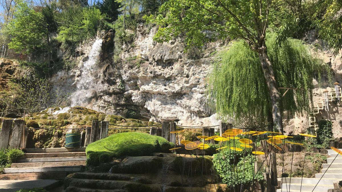 Jardins des fontaines p trifiantes en is re la - Le jardin des fontaines petrifiantes ...