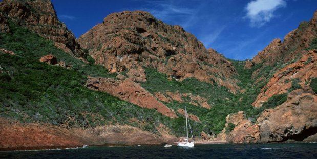 La Réserve naturelle de Scandola est une réserve naturelle en Corse à la fois marine et terrestre