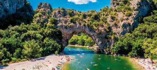 Camping en Ardèche : Des vacances en famille autrement